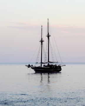 Segelboot vor Stromboli | lacapocuoca.at