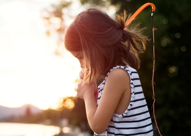 Kind beim Angeln | lacapocuoca.at